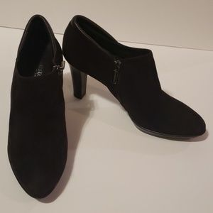 AQUATALIA Ruby Suede Booties size 8.5